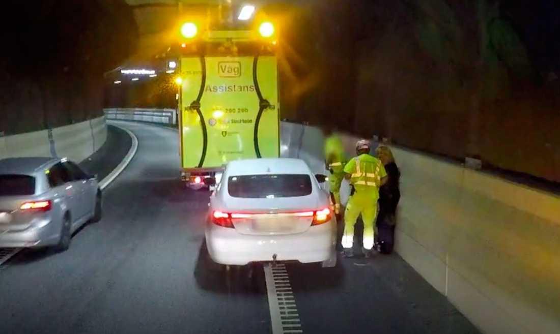 Dramatiskt när Malou von Sivers satt fast i en tunnel.