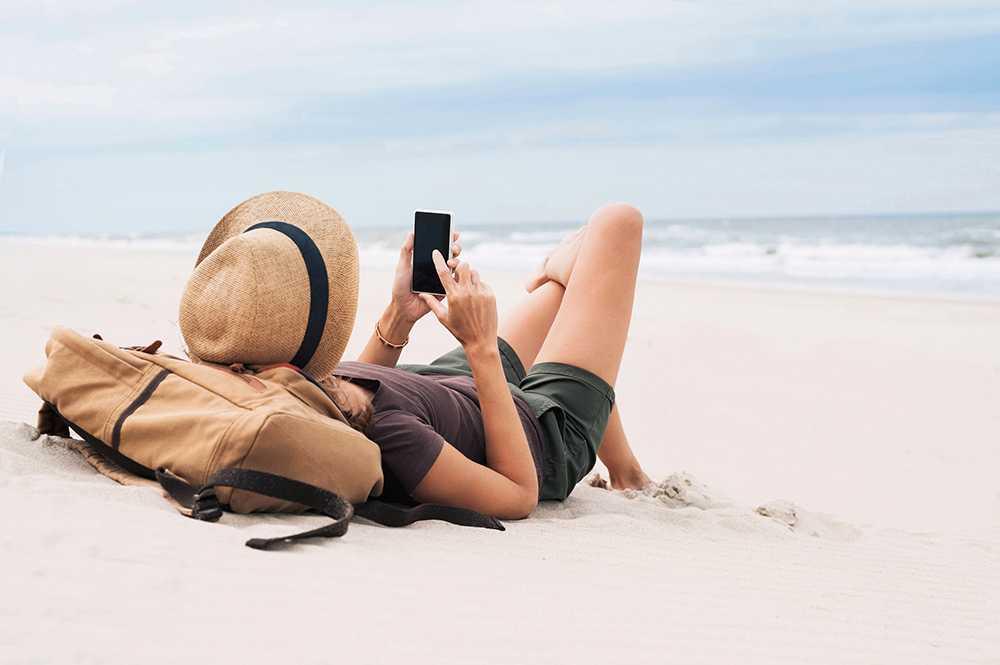 Mobiloperatörerna kan nu visa upp rekordsiffror över hur mycket svenskarna surfar utomlands sedan roamingavgiferna inom EU och EES-länderna togs bort i juni.