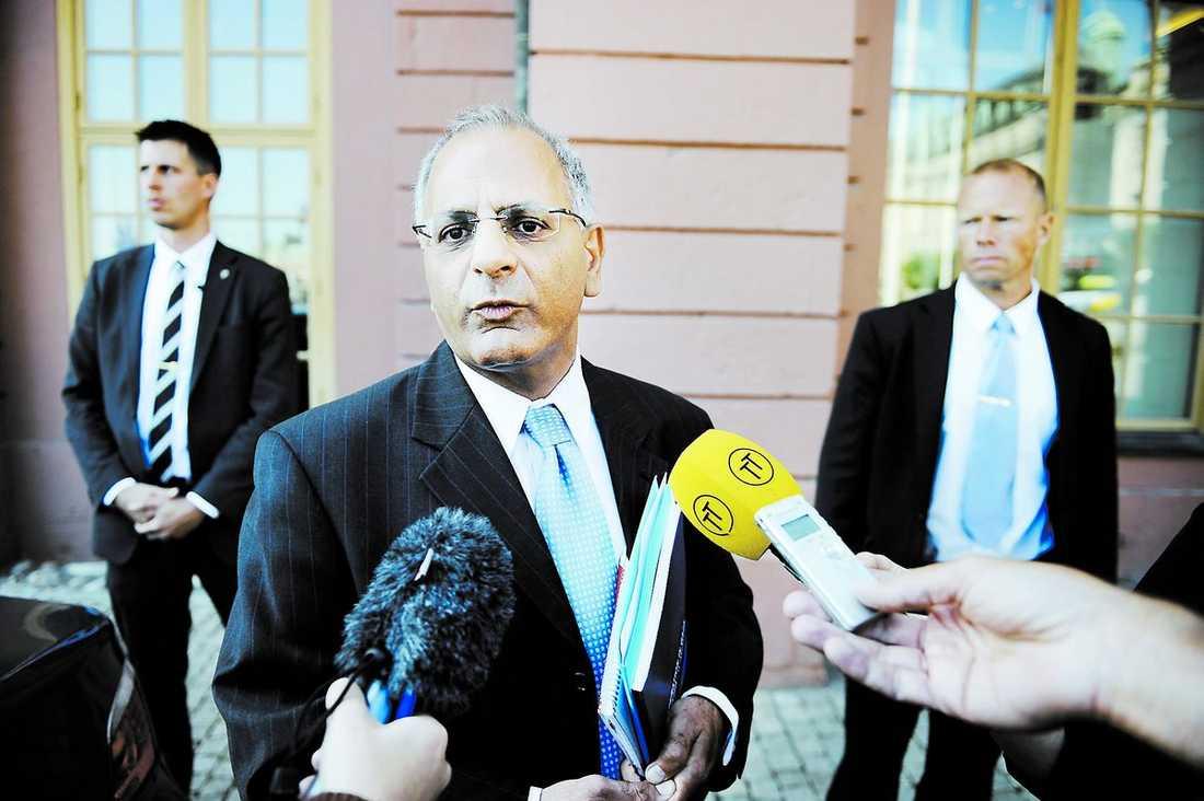 """""""kan inte tolerera"""" Israels Sverigeambassadör Benny Dagan kallades i går till UD. Han var upprörd efter mötet. """"Vi kan inte tolerera sådana här publiceringar"""", sa han om artiklarna."""