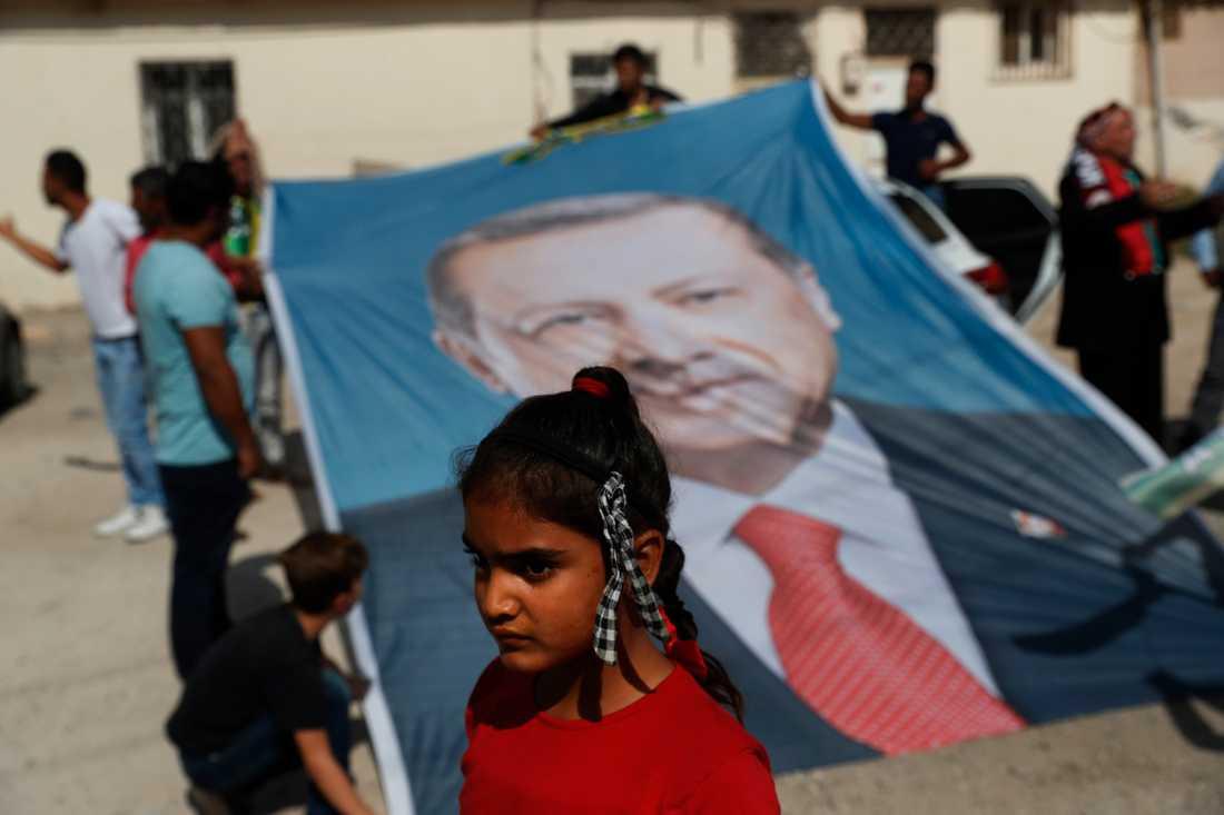 President Erdogan på en flagga under en manifestation för Erdogan i sydöstra Turkiet.