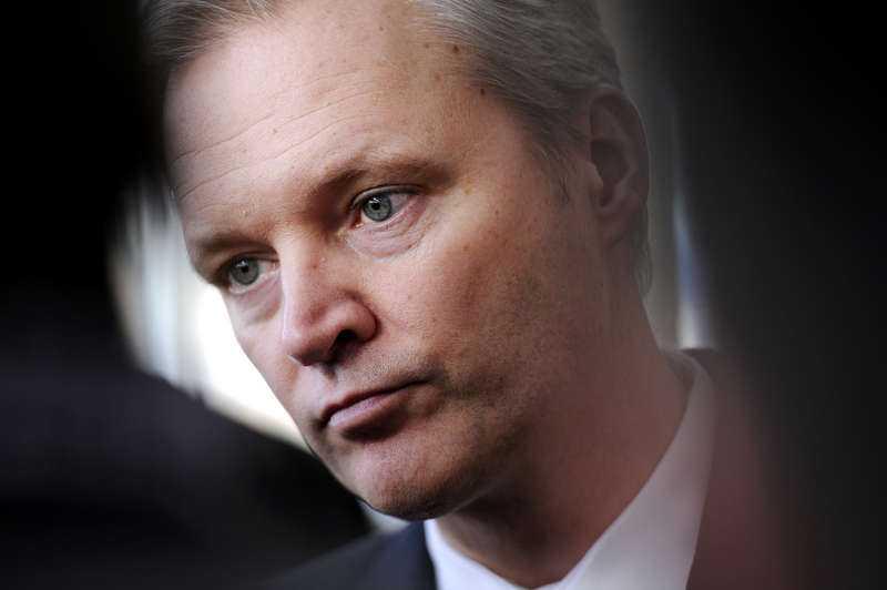 tolgfors bemöter inte uppgifterna Försvarsminister Sten Tolgfors kunde i går inte kommentera Aftonbladets uppgifter att försvarsdepartementet skickade en lägre tjänsteman för att förhandla med representanter från Saudiarabien.