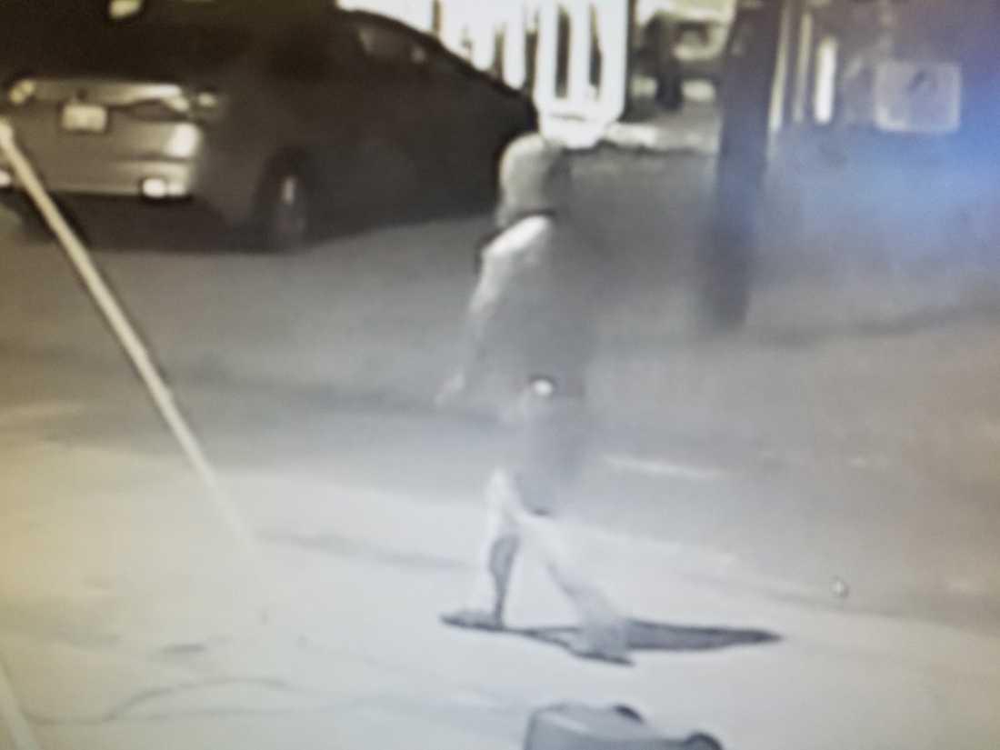 Polisen i Tampa har skickat ut den här bilden på en person som eftersöks.