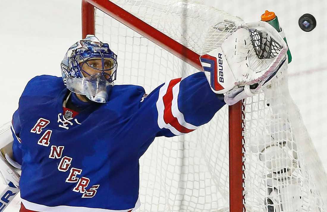 """Henrik Lundqvist och hans New York Rangers ställs mot Pittsburgh direkt i Stanley Cup-slutspelet. I år hoppas han att de kan gå hela vägen. """"Vi har varit väldigt nära och smakat på det vid flera tillfällen, nu vill vi vinna"""", säger Lundqvist."""
