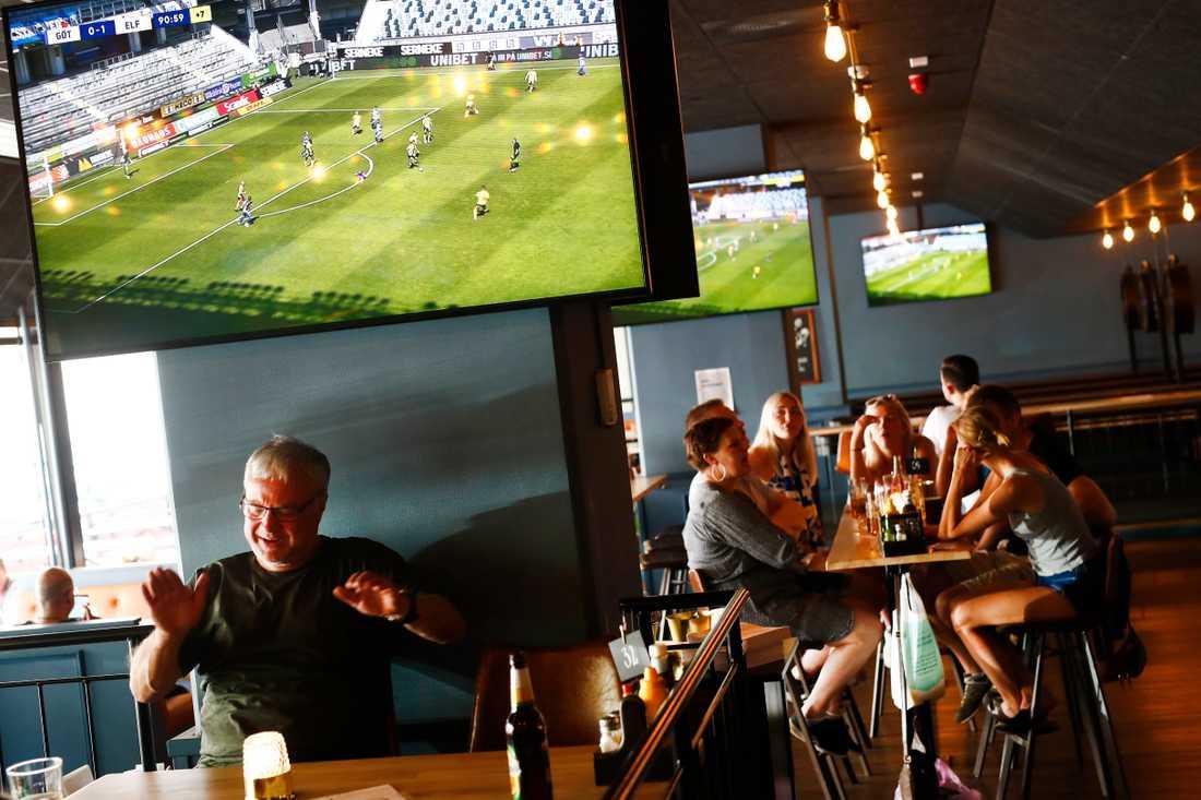 Allsvensk premiär har lockat många till sportbarerna.