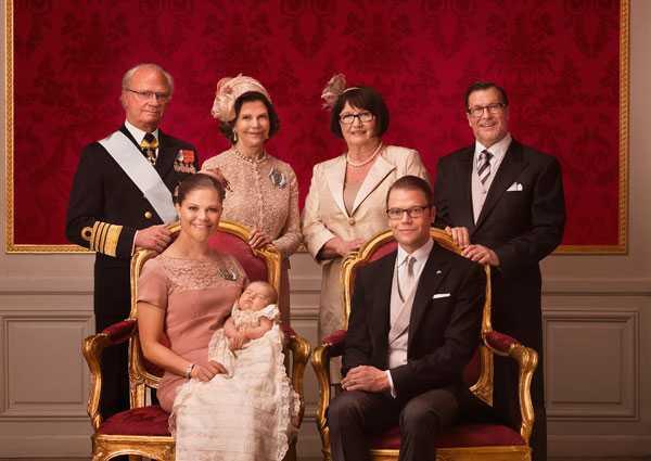 Morföräldrarna kung Carl XVI Gistaf och drottning Silvia samt farföräldrarna Ewa och Olle Westling.
