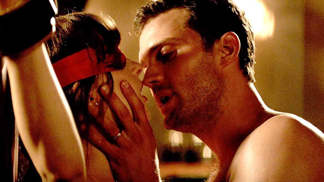 """Jamie Dornan och Dakota Johnson i """"Fifty shades freed""""."""