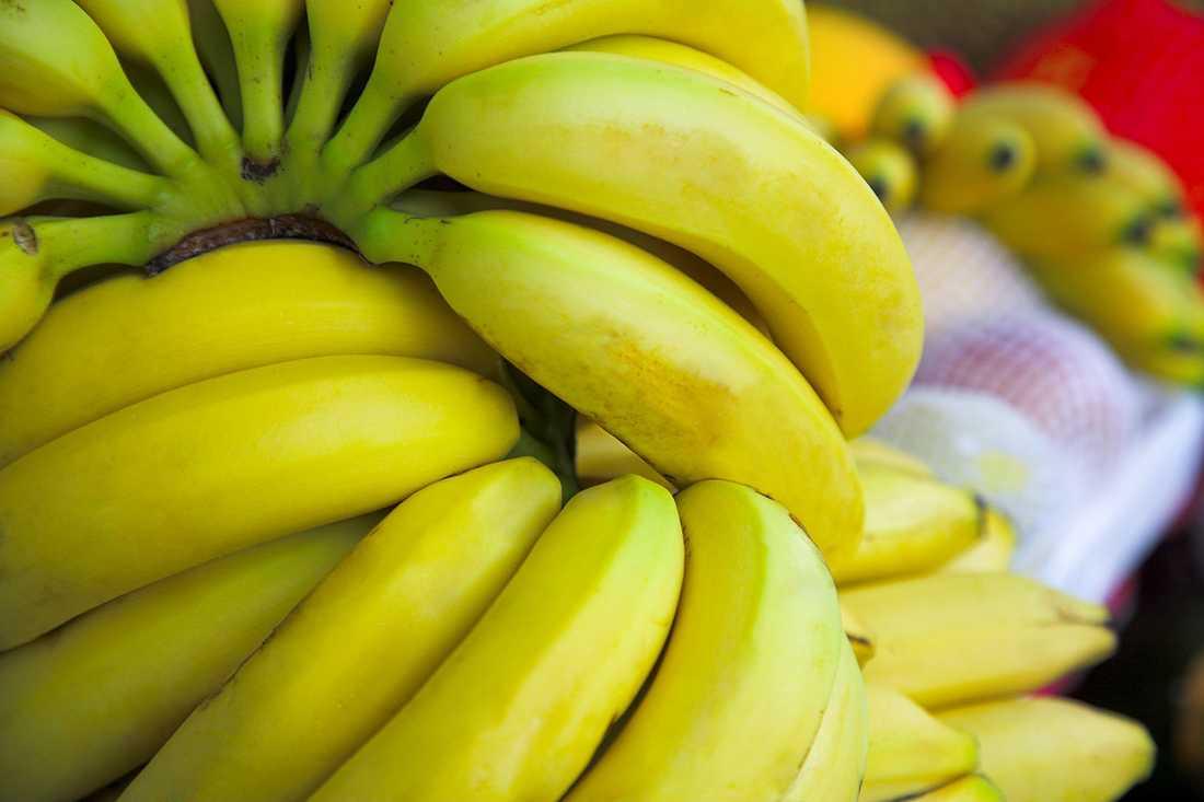 En ny undersökning av de vanligaste banansorterna visar att flera gifter finns i fruktköttet på bananerna.