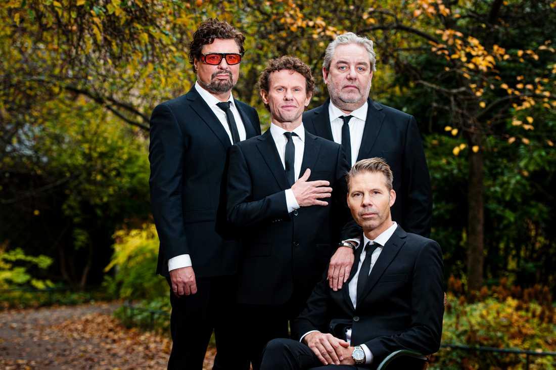 """Bo Kaspers Orkester är tillbaka med nya souliga albumet """"23.55"""". Från vänster: Michael Malmgren, Bo Sundström, Mats Schubert och sittande Fredrik Dahl."""