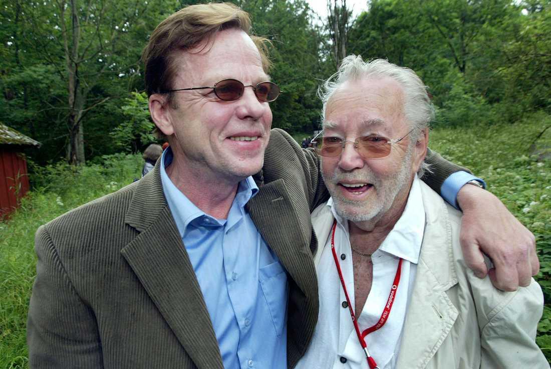 Krister Henriksson och Lars Björkman. Björkman producerade filmerna där Henriksson spelade Wallander.  Här vid inspelning av filmen Innan Frosten.