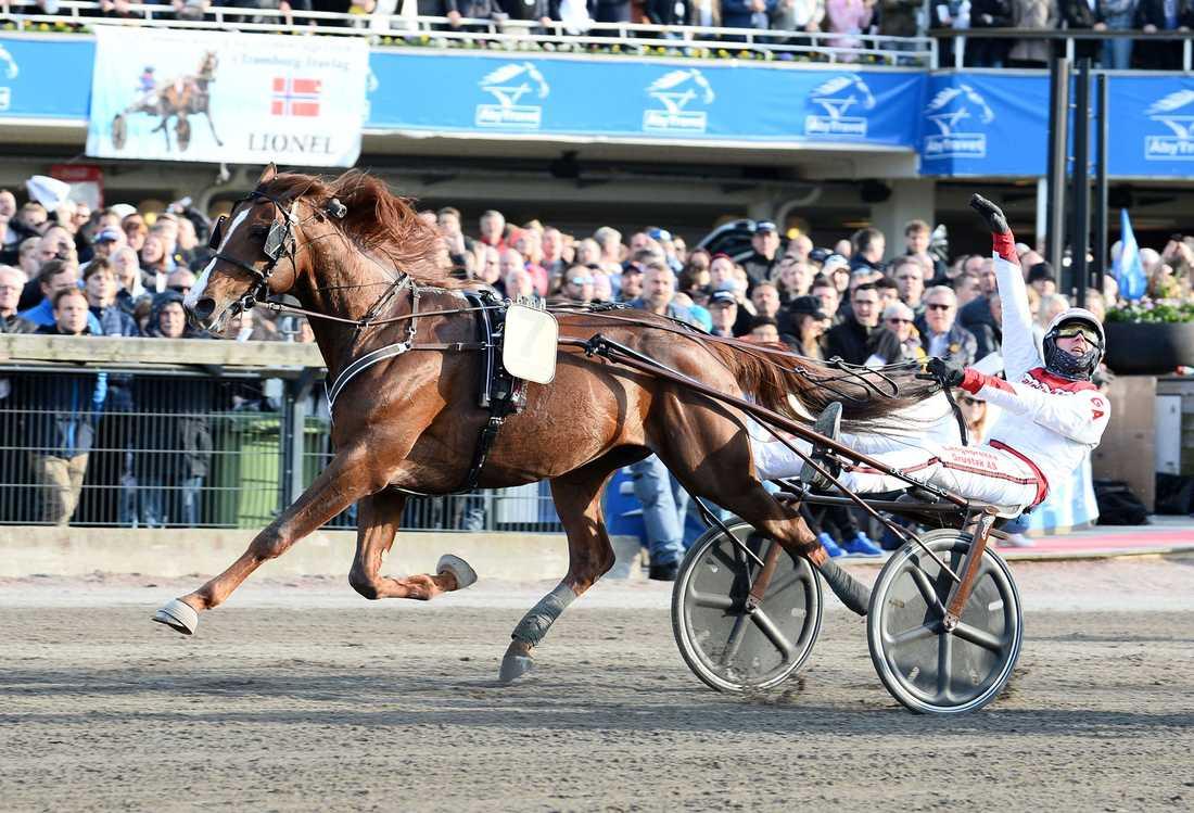 Lionel och Göran Antonsen vid segern i Olympiatravet i fjol. På söndag jagar de en Elitloppsseger tillsammans.