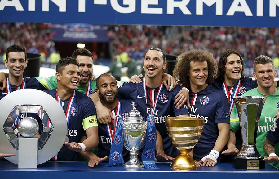 PSG poserar med säsongens alla titlar.