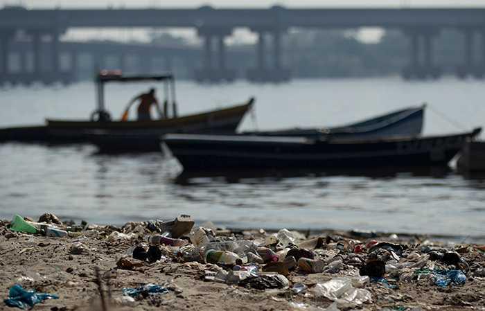 Guanabara Bay är en av platserna som förstörts av mänsklig nedskräpning.