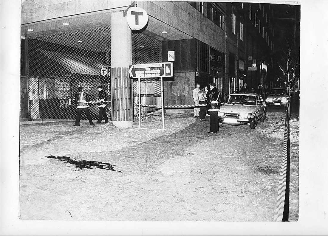 Mordplatsen kvällen den 28 februari 1986.