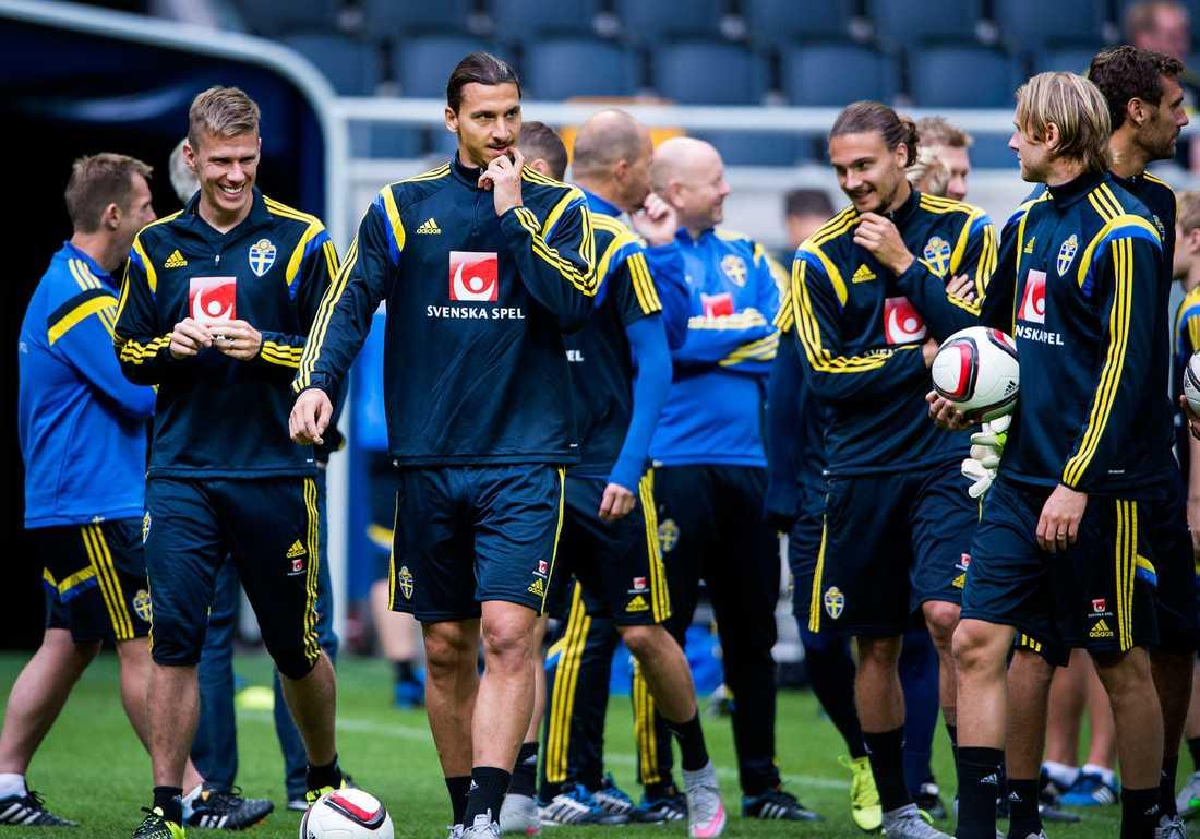 fixar du EM-biljetten, Zlatan?  Om man ska tro statistiken kommer Sverige få det tufft mot Ryssland imorgon. Ser man till historien är poängsnittet högre utan Zlatan på planen.