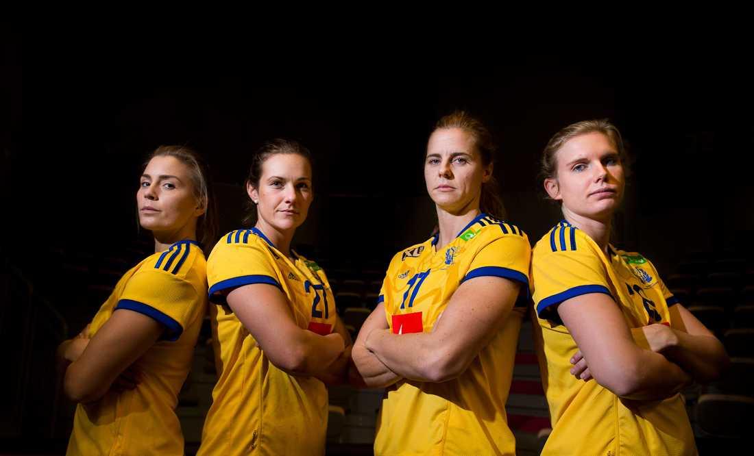 Sveriges försvar ska stoppa danskorna.