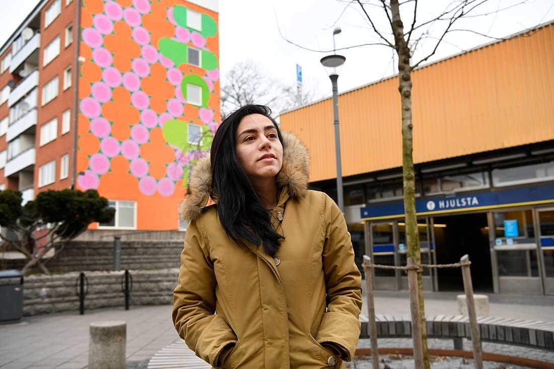 Mariam Hussein, byggnadsingenjör, har själv blivit testad negativt för corona.