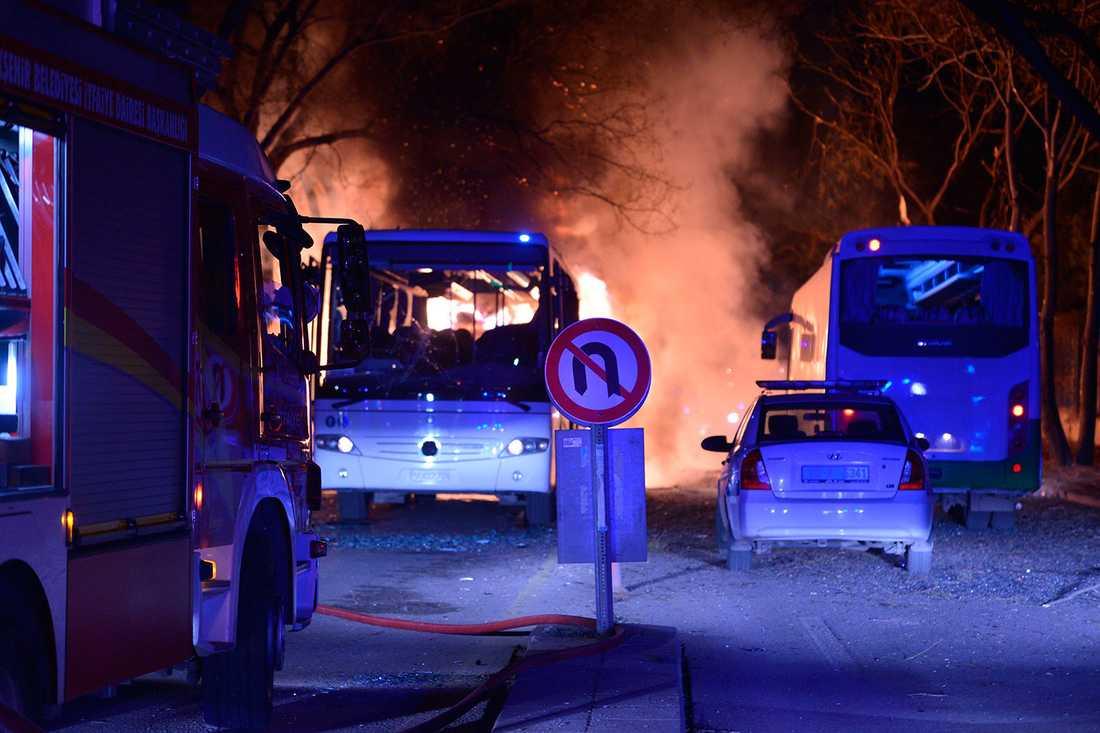 Utbränd buss i Ankara.