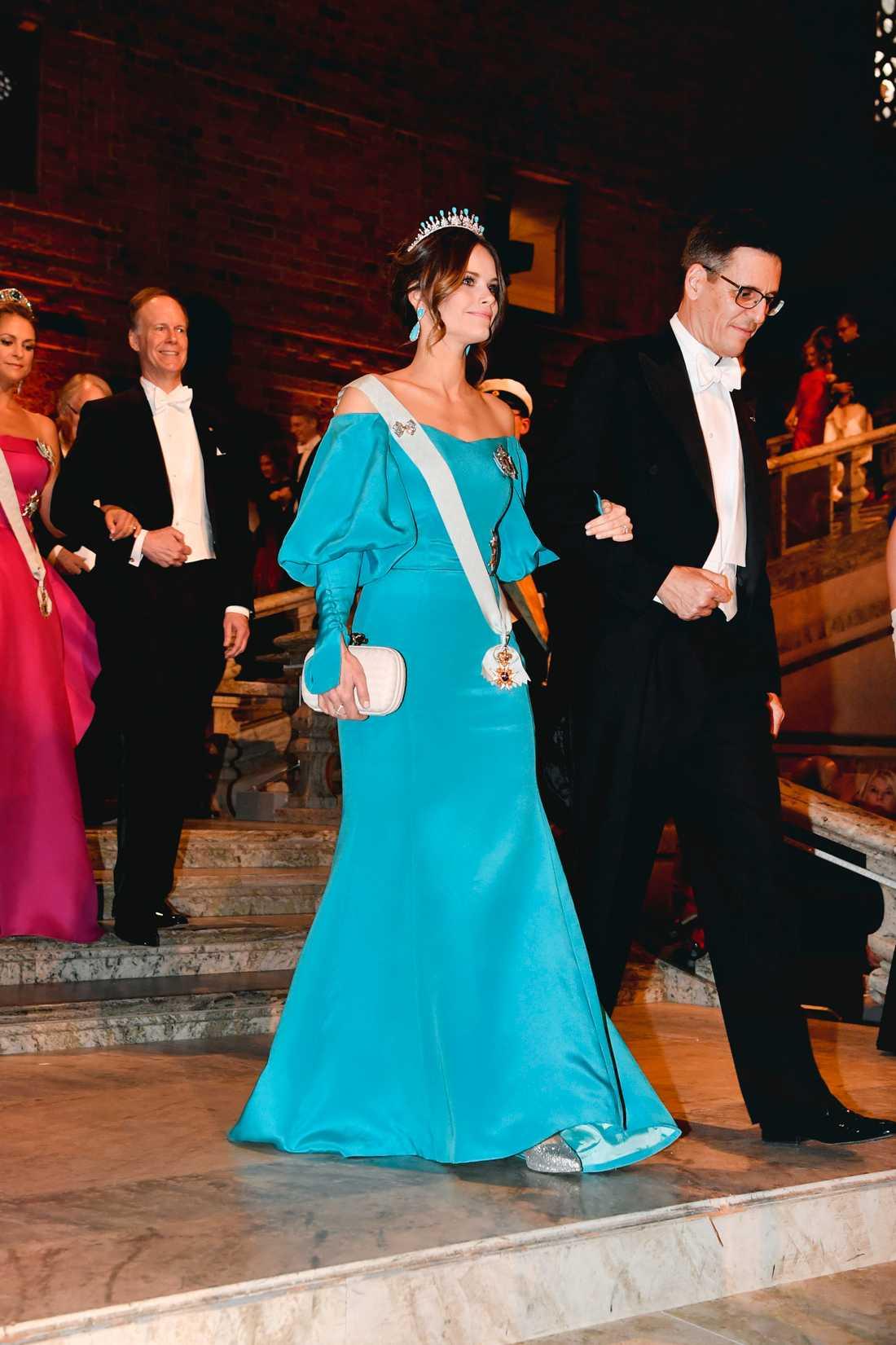 Prinsessan Sofia och Didier Queloz, Nobelpristagare i fysik anländer till Nobelbanketten i Stockholms stadshus.