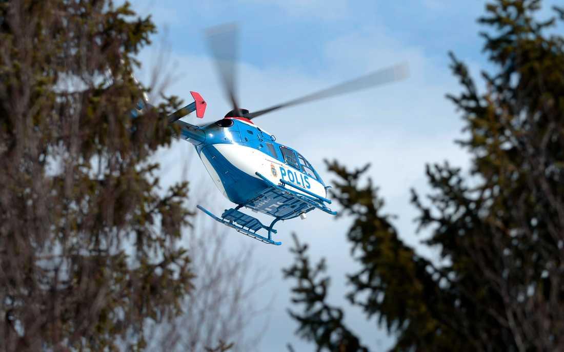 Helikoptrar söker efter den försvunne mannen i Åre. Arkivbild.