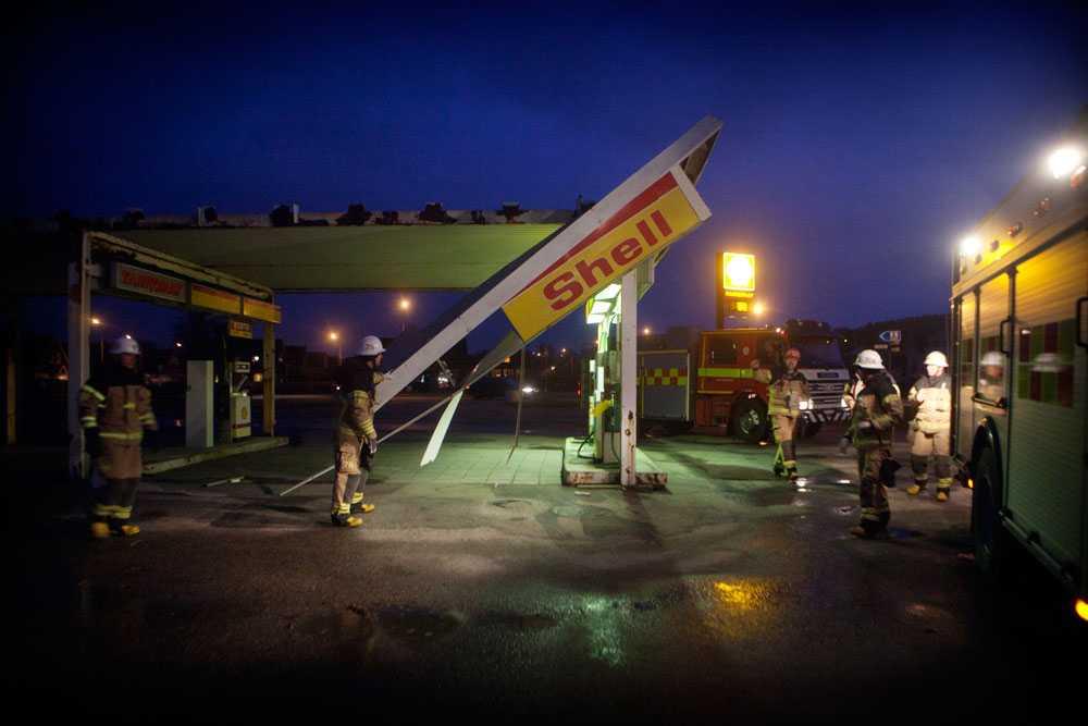 Macktak avblåst Shells tankomat i Bua utanför Varberg har fått taket avblåst i stormen.