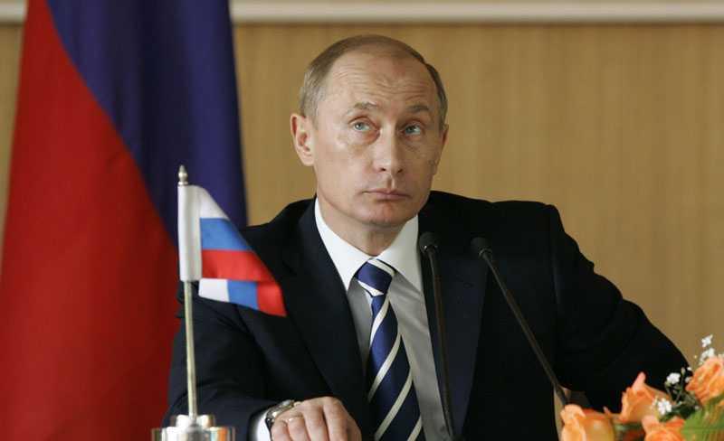 Tvingande kraft? Vladimir Putins parti Enade Ryssland förväntas gå emot en jordskredsseger i morgondagens val. Men butiksägare i Moskva hävdar att de tvingas rösta på presidentens parti.