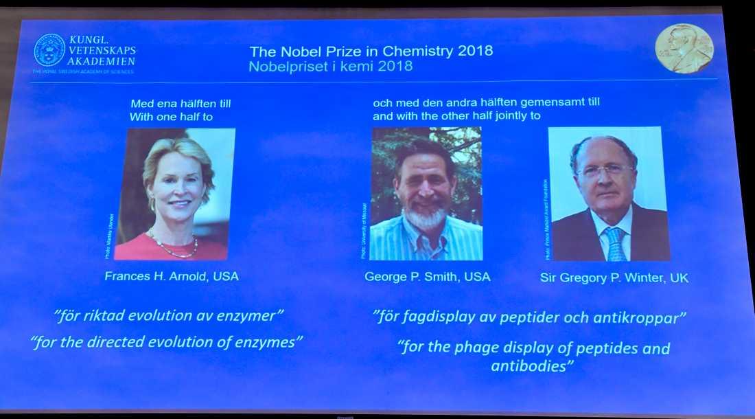 Nobelpristagarna i kemi presenteras. Gregory Winter till höger.