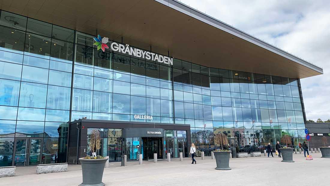 Omkring 10 miljoner besökare åker till Grännbystaden varje år.
