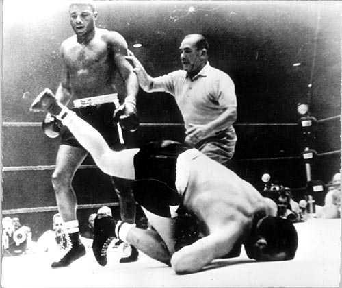 Knockad av Floyd. Ingo var 1961 på nytt upp i ringen mot Floyd Patterson, men förlorade.