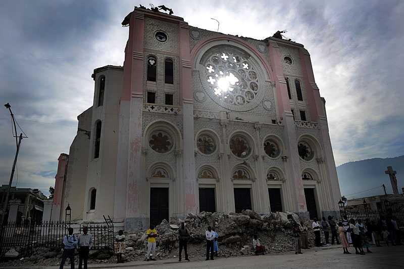 Den rasade katedralen i Haitis huvudstad Port-au-Prince. I morgon är det ett år sedan en jordbävning lade staden i ruiner.