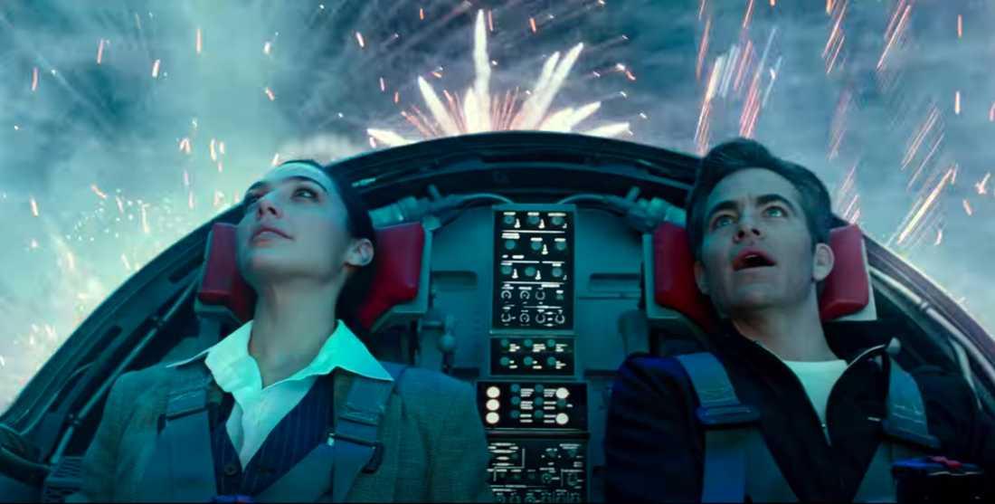 """Gal Gadot och Chris Pine i """"Wonder woman 1984""""."""