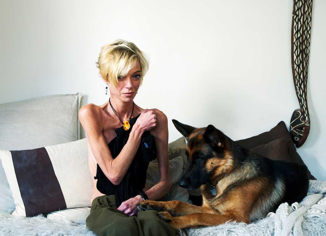 12 år senare kämpar Athena Windelev med sin svåra anorexi.