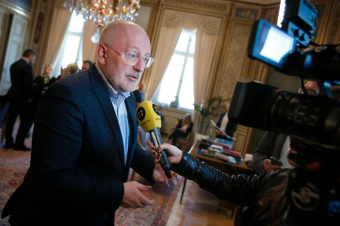 EU-kommissionären Frans Timmermans intervjuas under ett besök på svenska utrikesdepartementet.