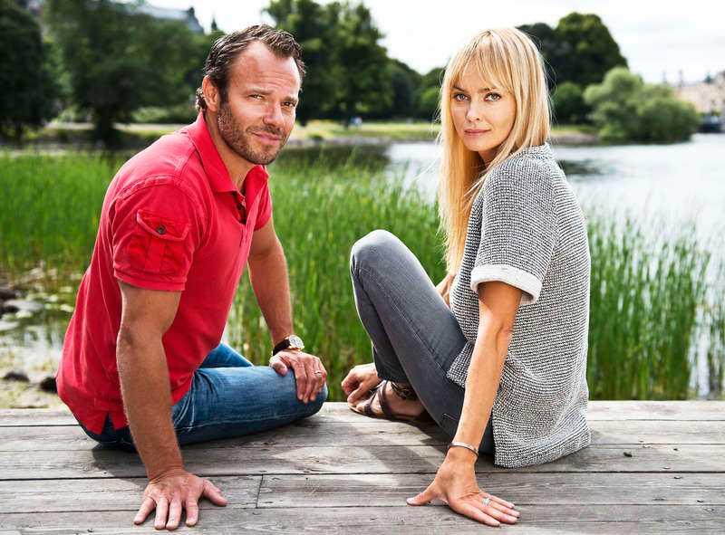 """Snickaren och överklasstjejen David Hellenius och Izabella Scorupco, som lämnat Hollywood, ska spela in nya komedin """"Sista chansen"""" i sommar. """"Det ska bli otroligt kul"""", säger Izabella."""