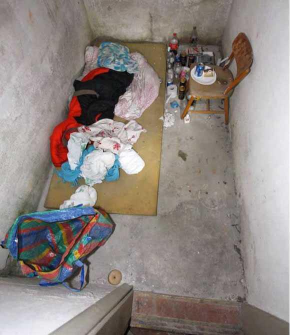 I det här rummet hölls 25-åringen fången i de ödsligt belägna gamla skolan i Robertsfors.