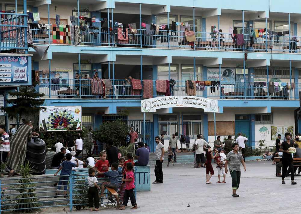 140 000 flyktingar har nu tagit skydd på över 80 FN-skolor i Gaza.