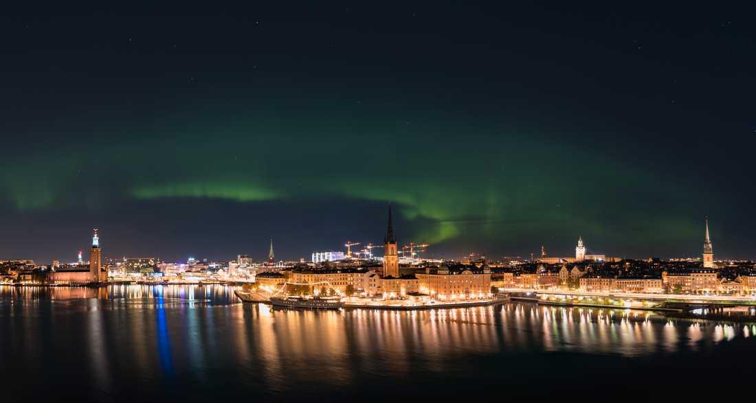 Den här fina norrskensbilden fotograferades i Stockholm av Jarda Zaoral.