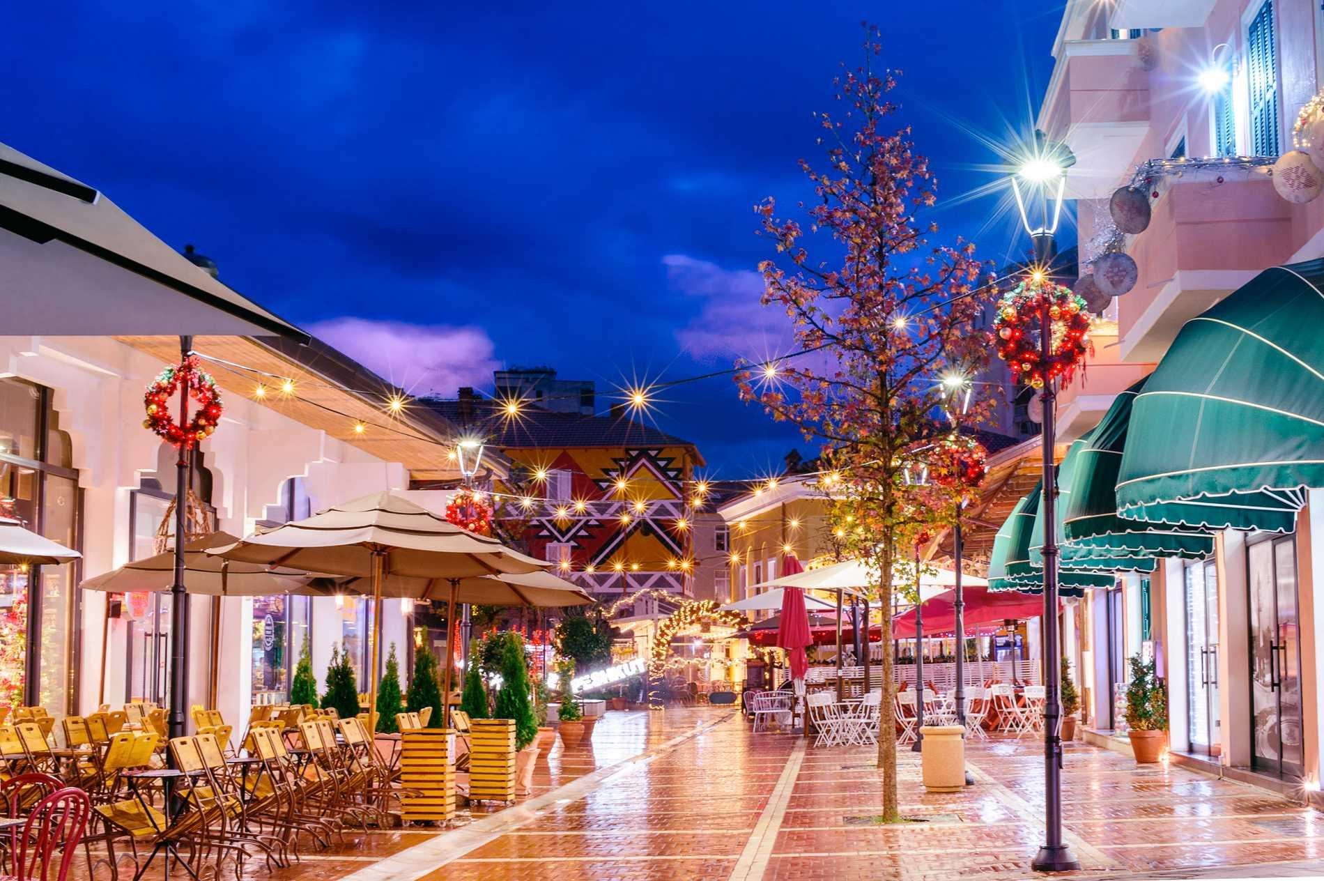 Alban Laci bor delvis i Stockholm och delvis i Albaniens huvudstad Tirana.