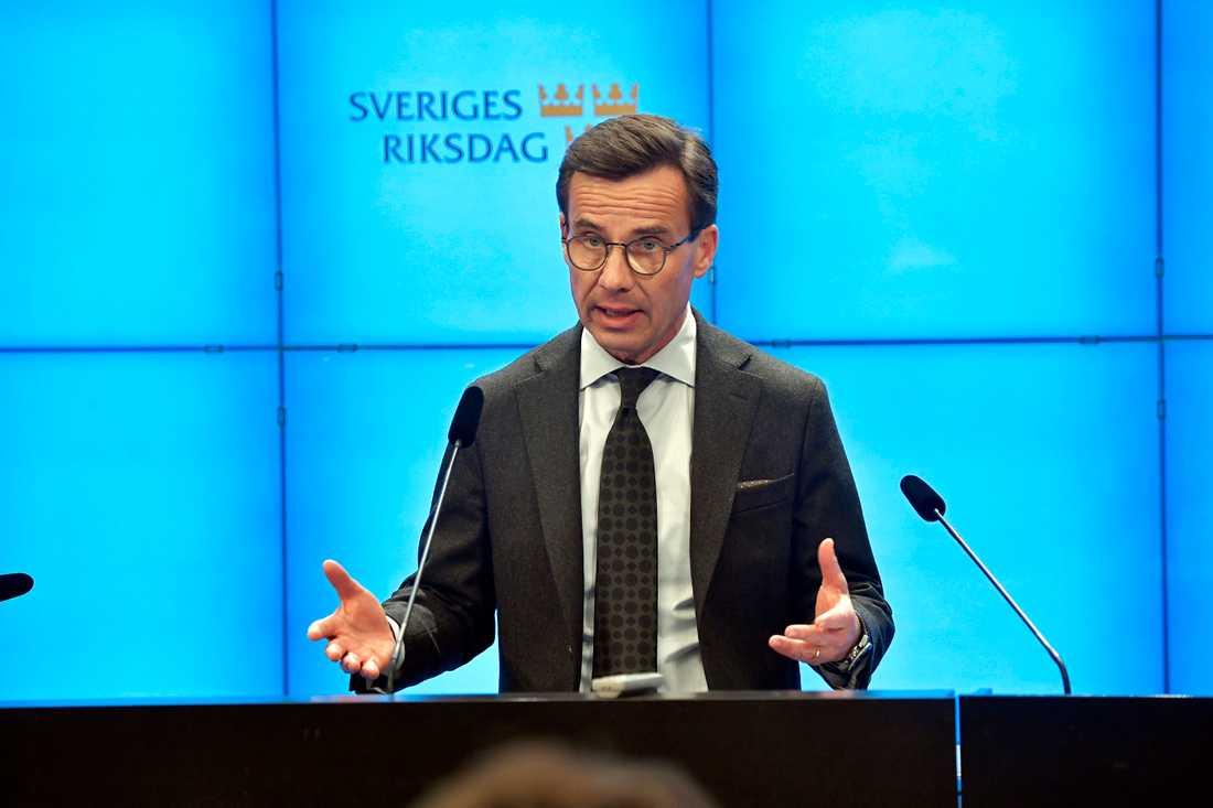"""Moderatledaren Ulf Kristersson var under sin presskonferensen kritisk till Annie Lööfs besked. """"Jag är sällan förbannad, men det här är ett riktigt dåligt beslut"""", sa han."""