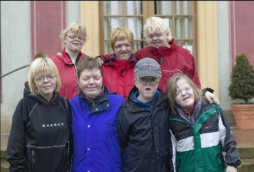 Bild från Apertföreningens medlemsträff hösten 2007. Den sällsynta diagnosen här heter Apert syndrom. Apertföreningen ingår i Riksförbundet Sällsynta diagnoser.