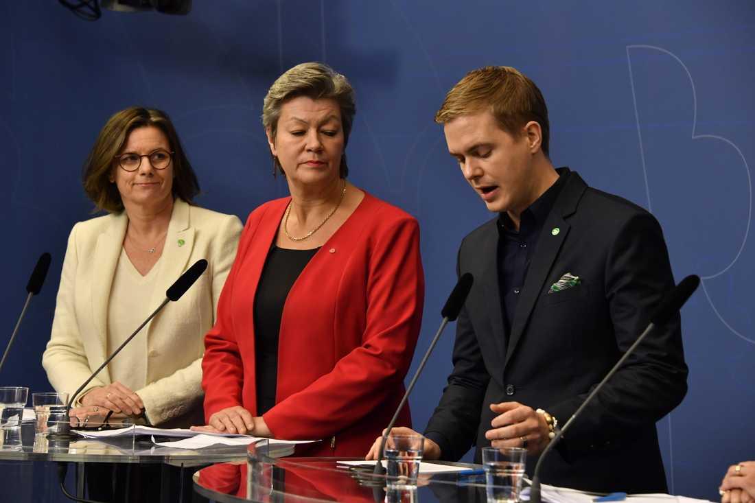 Isabella Lövin (MP), Ylva Johansson (S) och Gustav Fridolin (MP).
