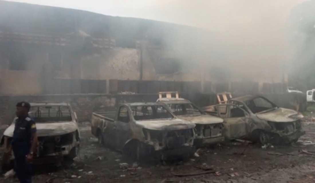 Tusentals rösträkningsmaskiner förstördes i en brand i valkommissionens lokaler i huvudstaden Kinshasa i torsdags.