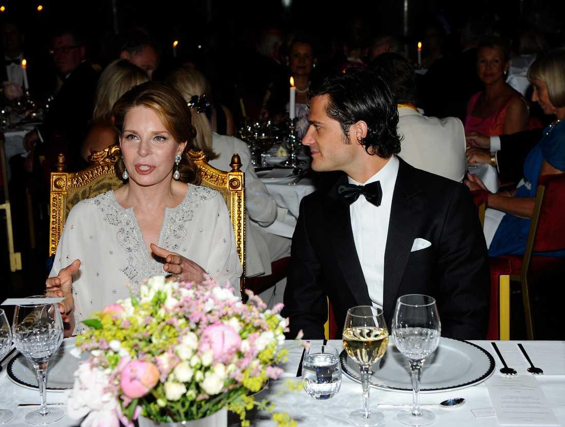 Drottning Noor av Jordanien, till bords med Prins Carl-Philip.