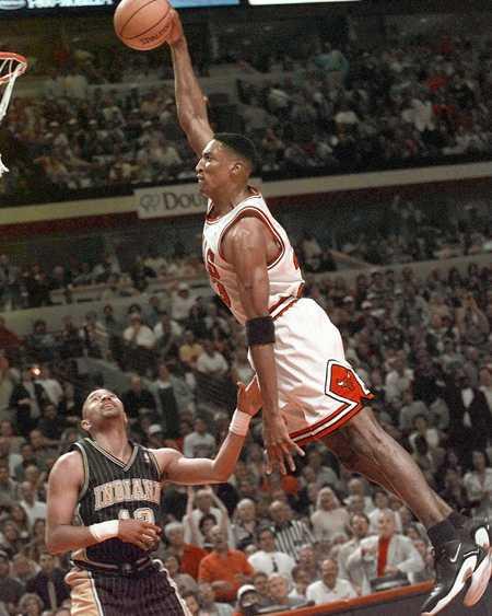 Obama hade åtminstone en bra lagkamrat i dagens match. Scottie Pippen, sexfaldig mästare med Chicago Bulls och medlem i klassiska Dream Team i OS i Barcelona, lirade i presidentens lag.