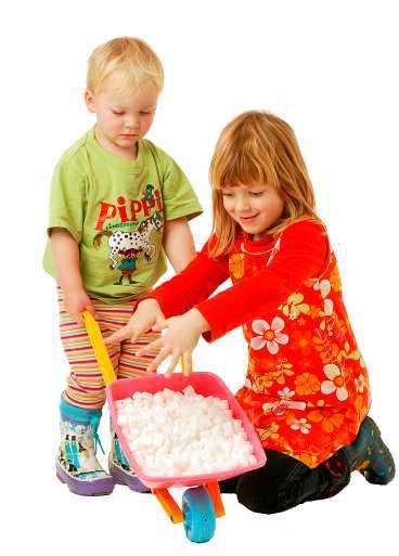 Under en vanlig vecka fick Sofias barn Simon, 2, och Agnes, 5, i sig socker motsvarande 363 sockerbitar var.