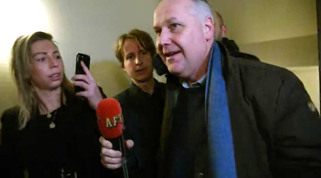 Vänsterpartiets ledare Jonas Sjöstedt anländer till partikansliet.