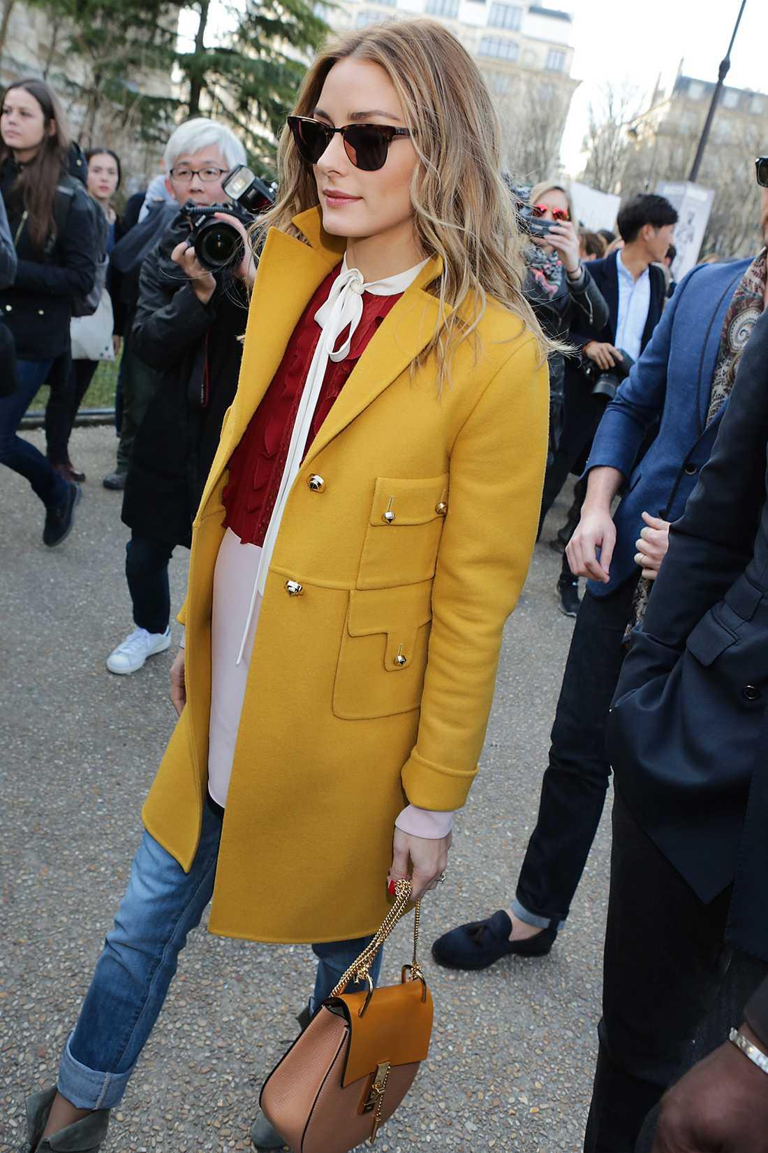 OIivia Palermo När det vankas modevecka i Paris gäller det att packa ner bästa plaggen. Det där vet Olivia Plaermo allt om. Den här färgglada vårlooken fick många kameror att blixtra. Tycker du också om outfiten? Kika i shoppingtipset nedan.