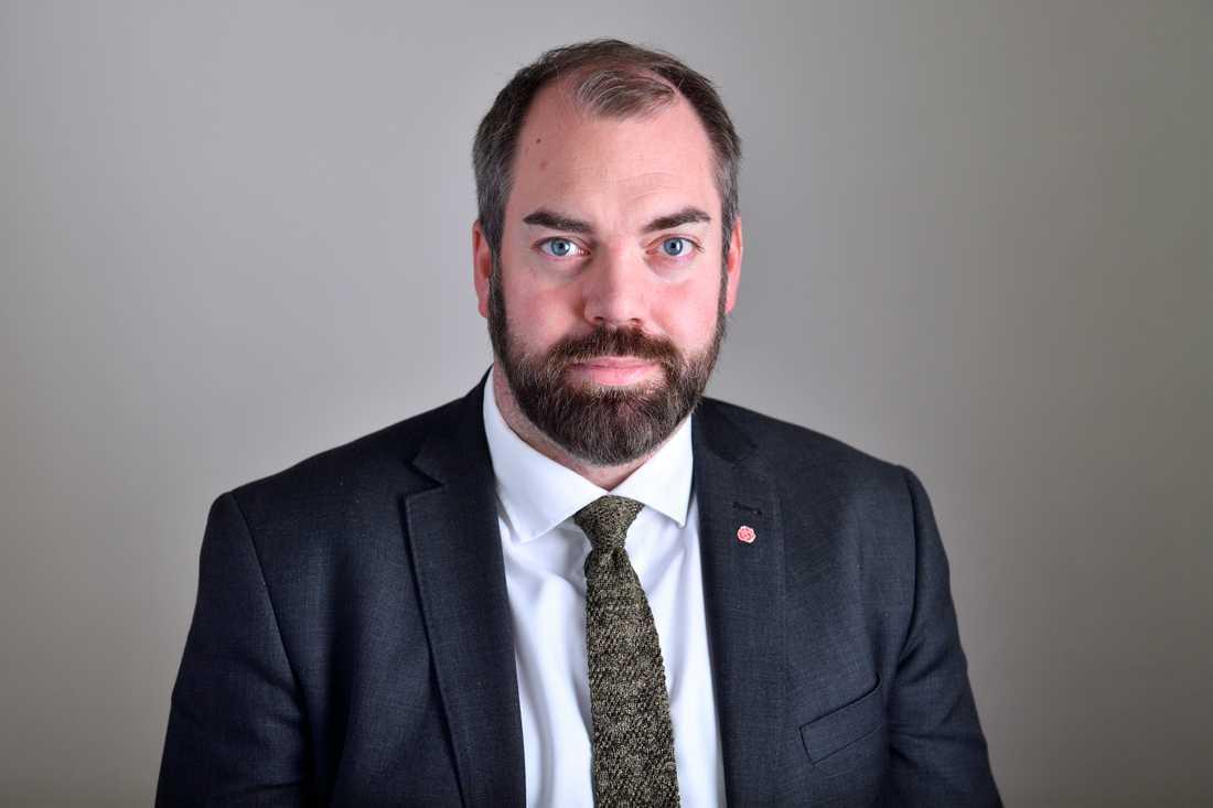 Fredrik Lundh Sammeli (S), ordförande i riksdagens justitieutskott, anser att L, M, KD och SD agerar oseriöst.