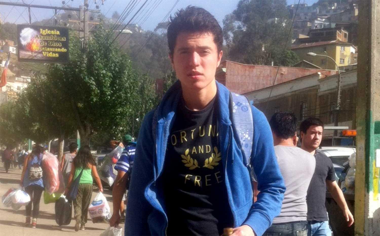 Andrés Riffo, 19, studerar i Valparaiso och befinner sig mitt i räddningsarbetet.