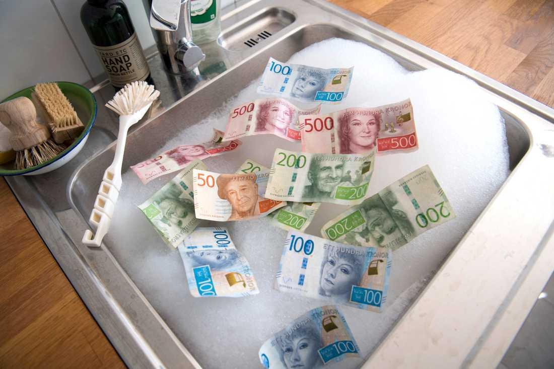 Banker och polis ska samarbeta mot penningtvätt. Arkivbild.