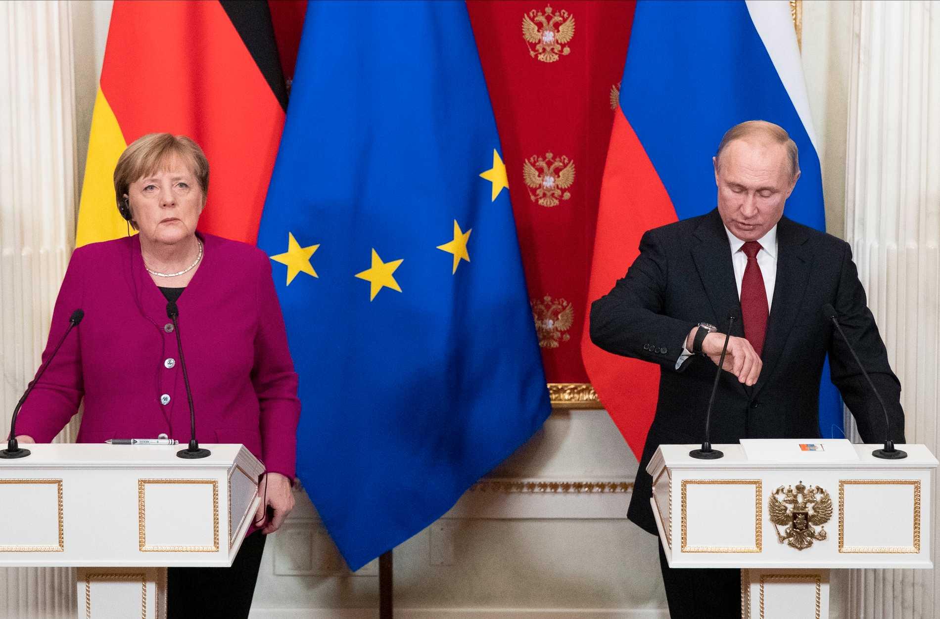 Tiden är inne för ännu en spionaffär att förpesta relationen mellan förbundskansler Angela Merkel och president Vladimir Putin. Arkivbild.
